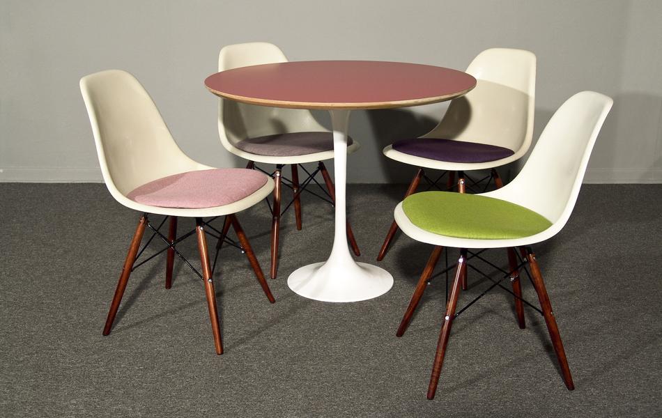 DSW_Plastic_Side_Chair_Sitzpolster_pillow_Dowel_Base_by_Charles_&_Ray_Eames_for_Hermann_Miller_VITRA_1950_easyconzept_©_Die_GestaltungsWerkstatt_1
