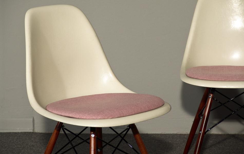 DSW_Plastic_Side_Chair_Sitzpolster_pillow_Dowel_Base_by_Charles_&_Ray_Eames_for_Hermann_Miller_VITRA_1950_easyconzept_©_Die_GestaltungsWerkstatt_2