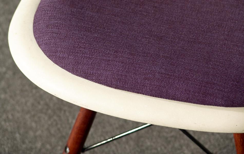 DSW_Plastic_Side_Chair_Sitzpolster_pillow_Dowel_Base_by_Charles_&_Ray_Eames_for_Hermann_Miller_VITRA_1950_easyconzept_©_Die_GestaltungsWerkstatt_3