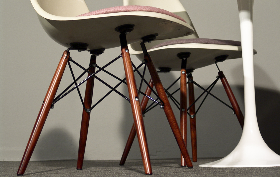 DSW_Plastic_Side_Chair_Sitzpolster_pillow_Dowel_Base_by_Charles_&_Ray_Eames_for_Hermann_Miller_VITRA_1950_easyconzept_©_Die_GestaltungsWerkstatt_6