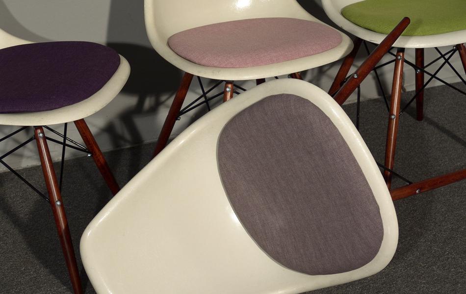 DSW_Plastic_Side_Chair_Sitzpolster_pillow_Dowel_Base_by_Charles_&_Ray_Eames_for_Hermann_Miller_VITRA_1950_easyconzept_©_Die_GestaltungsWerkstatt_8