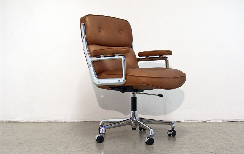 Lobby_Chair_braun_anilinleder_brown_leather_by_Charles_&_Ray_Eames_for_VITRA_Herman_Miller_©_Die_GestaltungsWerkstatt_1