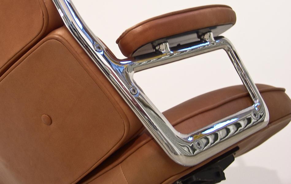 Lobby_Chair_braun_anilinleder_brown_leather_by_Charles_&_Ray_Eames_for_VITRA_Herman_Miller_©_Die_GestaltungsWerkstatt_5