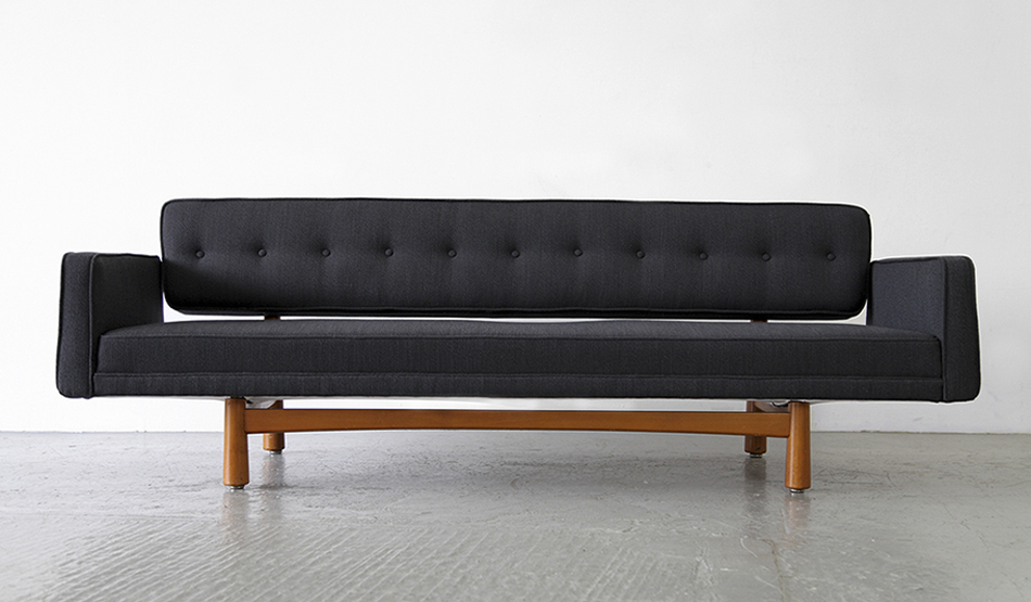 New_York_Sofa_Modell_5316_von_Edward_Wormley_1954_for_Ljungs_Industrier_Sweden_©_Die_GestaltungsWerkstatt_1