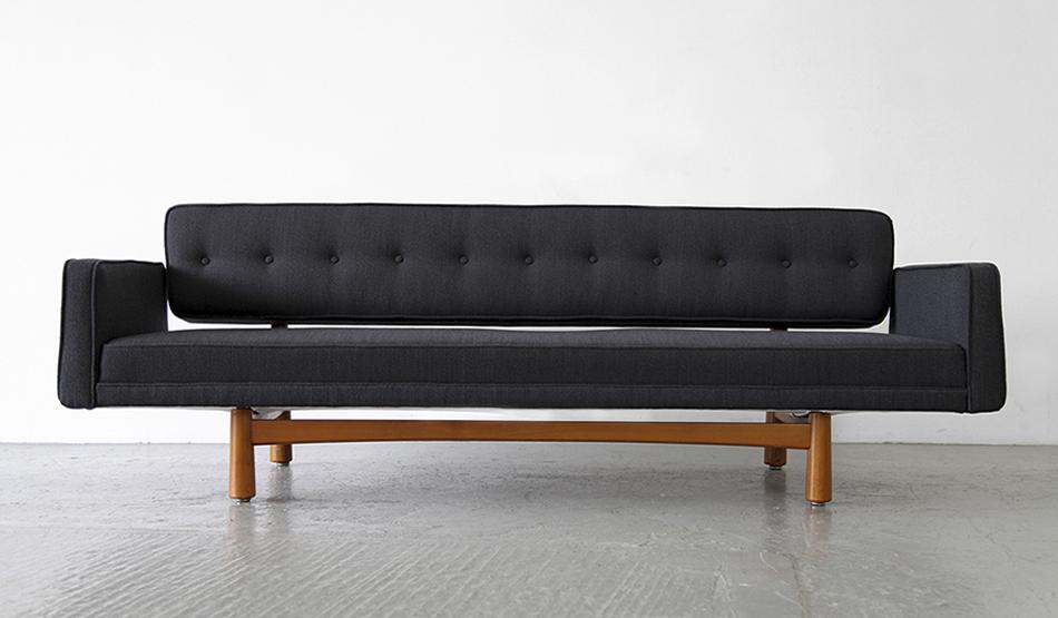 New_York_Sofa_Modell_5316_von_Edward_Wormley_1954_for_Ljungs_Industrier_Sweden_©_Die_GestaltungsWerkstatt_1