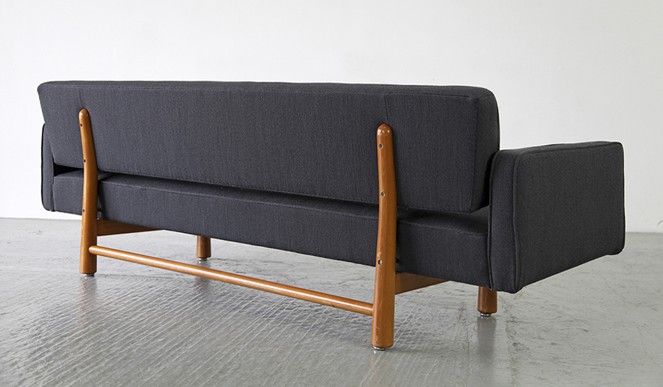 New_York_Sofa_Modell_5316_von_Edward_Wormley_1954_for_Ljungs_Industrier_Sweden_©_Die_GestaltungsWerkstatt_3