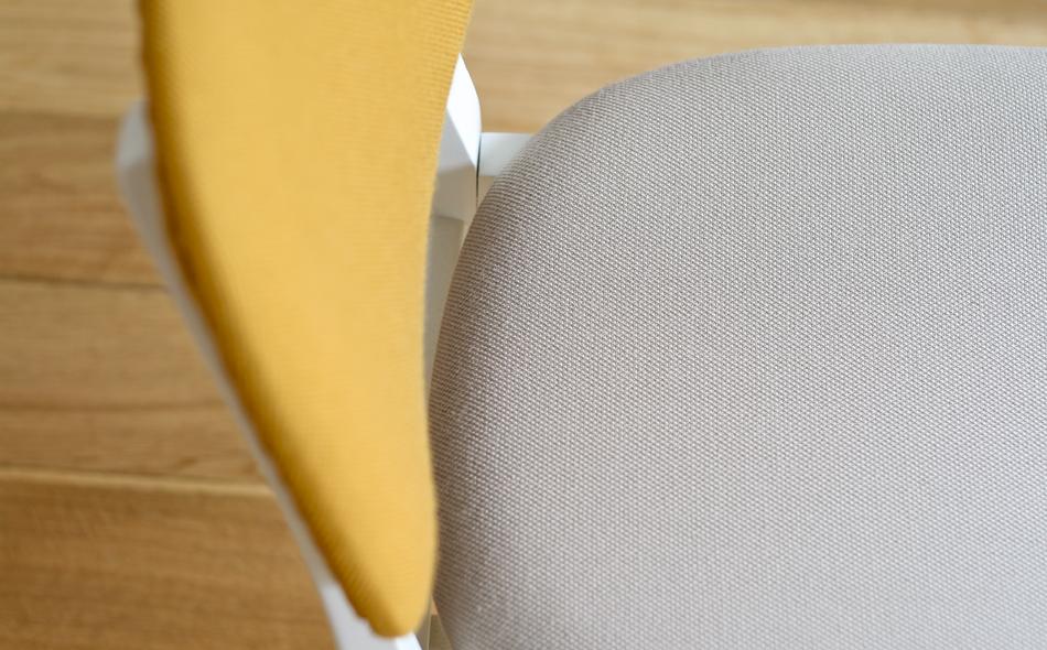 Stuhl_Grauweiß_greywhite_KVADRAT_Steelcut_Yellow_Grey_©_Die_GestaltungsWerkstatt_©_Die_GestaltungsWerkstatt_4